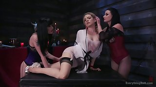 Dahlia Sky takes fastening in crazy triumvirate lesbian anal sex video