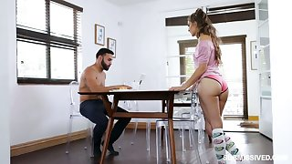 Submissive girlfriend Sofie Reyez gives a deepthroat blowjob under the sun the table