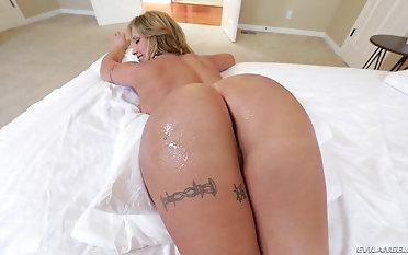 Tattooed Eva Notty likes soon a friend fucks her pussy in POV