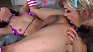 Sexy hot shemales Nina and Kendra fuck each other's tight butthole