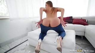 Anal sex while she screams from pleasure is memorable for Britney Amber
