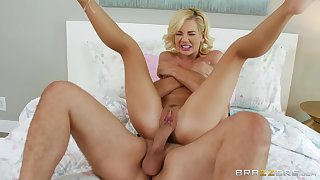 Bella Rose is on the cusp a big dick to penetrate her cunt
