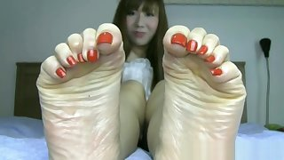 Beautiful Japanese feet involving long toes and sexy bunions