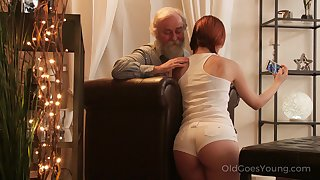An old fart seduced by a PAWG and that big ass girl fucks like a champ