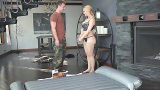 Curvy MILF masseuse uses a shy man's dick be advantageous to success ultimate pleasure