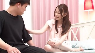 Trimmed pussy Japanese Hashimoto Reika opens her legs to loathing fucked