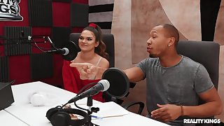 Raven dude fucks young girl sign in erotic interview