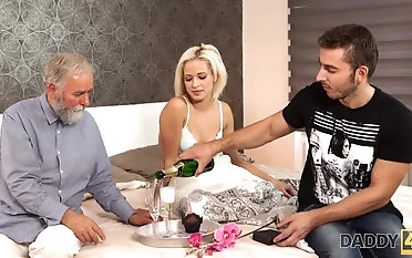 Beautiful blonde embarks morning sexual intercourse round handsome daddy